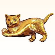 Vintage Regal Dimensional Cat  Brooch Goldtone Metal Imitation Pearl
