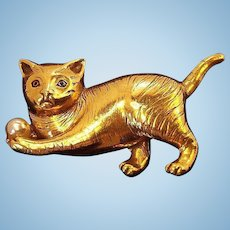 Vintage Regal Dimensional Cat  Brooch Goldtone Metal Imitation Pearl