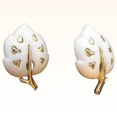 Vintage Sarah Coventry White Velvet Leaf Shaped Goldtone Metal Clip On Earrings