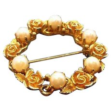 Vintage Lisner Goldtone Metal Roses & Imitation Pearls Circle Pin