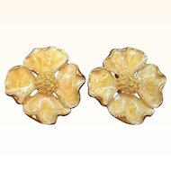 Vintage Large Scalloped Swirled Creme Enameled Flower Goldtone Metal Clip on Earrings