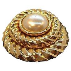Vintage Goldtone Metal Dimensional Imitation Pearl Cabochon Brooch