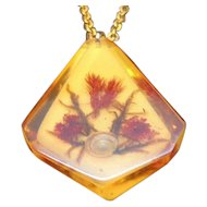 Vintage Lucite Shell Dried Flowers Pendant Necklace