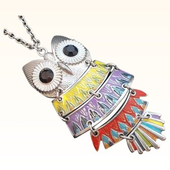 Vintage  Enameled Silvertone Metal Dangle Articulated Owl Pendant Necklace