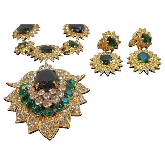 Vintage Green Rhinestone Textured Goldtone Necklace  Dangle Clip On Earrings Set