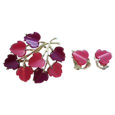 Dimensional Pink Purple Scalloped Thermoset Plastic Brooch Clip On Earring Set