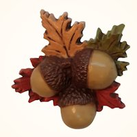 Vintage Hallmark Dimensional Plastic Acorns  Leaves Pin