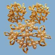 Vintage Imitation Pearls Goldtone Metal Brooch Pierced Earrings Set