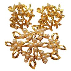 Vintage Imitation Pearls Goldtone Metal Brooch Pierced Earrings Set