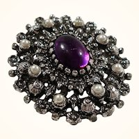 Sarah Coventry Catherine Purple  Cabochon Silvertone Metal Brooch