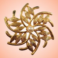 Textured Goldtone Swirled  Pinwheel Leaves Imitation Pearl Brooch