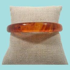 Bakelite Translucent Honey Rootbeer Swirls Bangle Bracelet