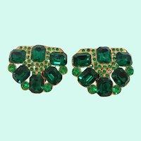 Art Deco Pair of Emerald Green Rhinestones Goldtone Metal Dress Clips