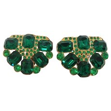 Art Deco Pair of Emerald Green Rhinestones Goldtone Metal Dress Clips