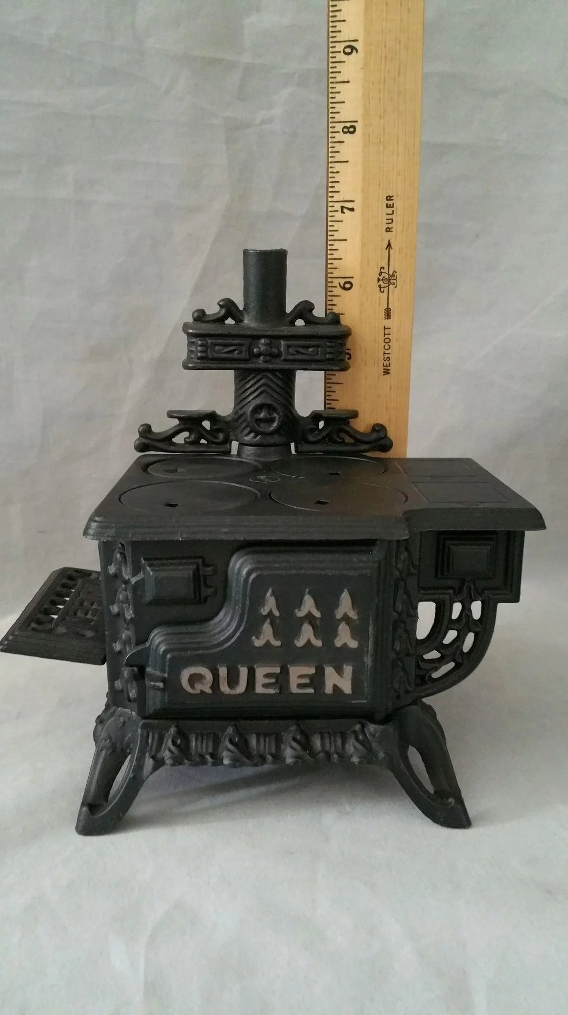 Cast Iron Miniature Queen Cook Stove Sample Doll House