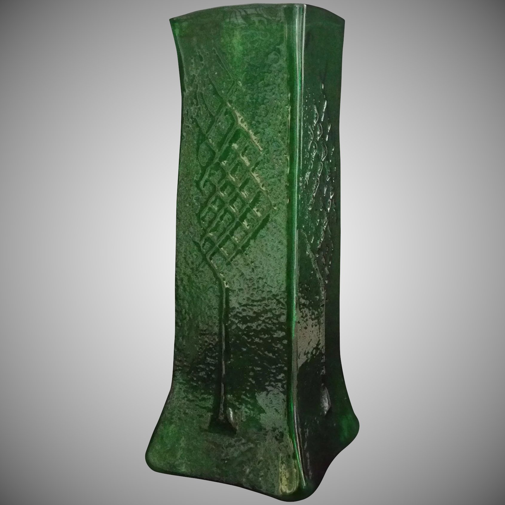 Magnificent Emerald Green Tall OOAK square Art Gl Funeral Vase ... on 7 cylinder vase, roses in cylinder vase, 3 cylinder vase, silver cylinder vase, 9 cylinder vase, 20 cylinder vase, 6 cylinder vase, 8 cylinder vase, red cylinder vase, 12 cylinder vase,