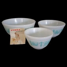 Vintage Pyrex Turquoise Butterprint Amish Cinderella Nesting Bowl Set of 3 New in Original box