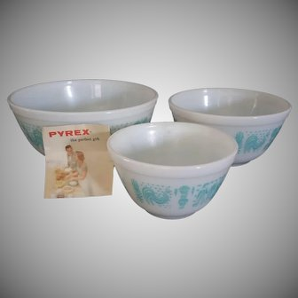 Vintage Pyrex Turquoise Butterprint Amish Cinderella Nesting Bowl Set of 3 New in Original box