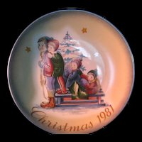 """1981 Schmid Christmas Collector Plate by Berta Hummel """"A Time to Remember""""  11th Edition"""