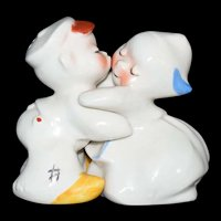 Dutch Boy & Girl Hugger Kissing Salt & Pepper Shaker set by Van Tellingen c1950