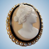 Fabulous Italian cameo brooch with 18K solid gold Pearl Enamel frame Stamped Circa 1890s