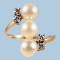 Gorgeous Japanese pearl ring with 4 natural diamonds on 18K solid gold Stamped