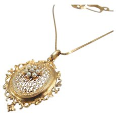 Solid 18K gold French necklace Finely crafted pendant with pearls and box link chain Stamped