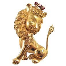 Glorious lion king in 18K solid gold crowned with natural rubies Stamped French gold brooch
