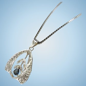 Authentic Art Déco neckace in 18K solid gold and 950 platinum Sapphire Stamped filigree pendant