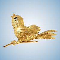 Three dimensional Estate 18K solid gold tweeting bird brooch with sapphire eyes