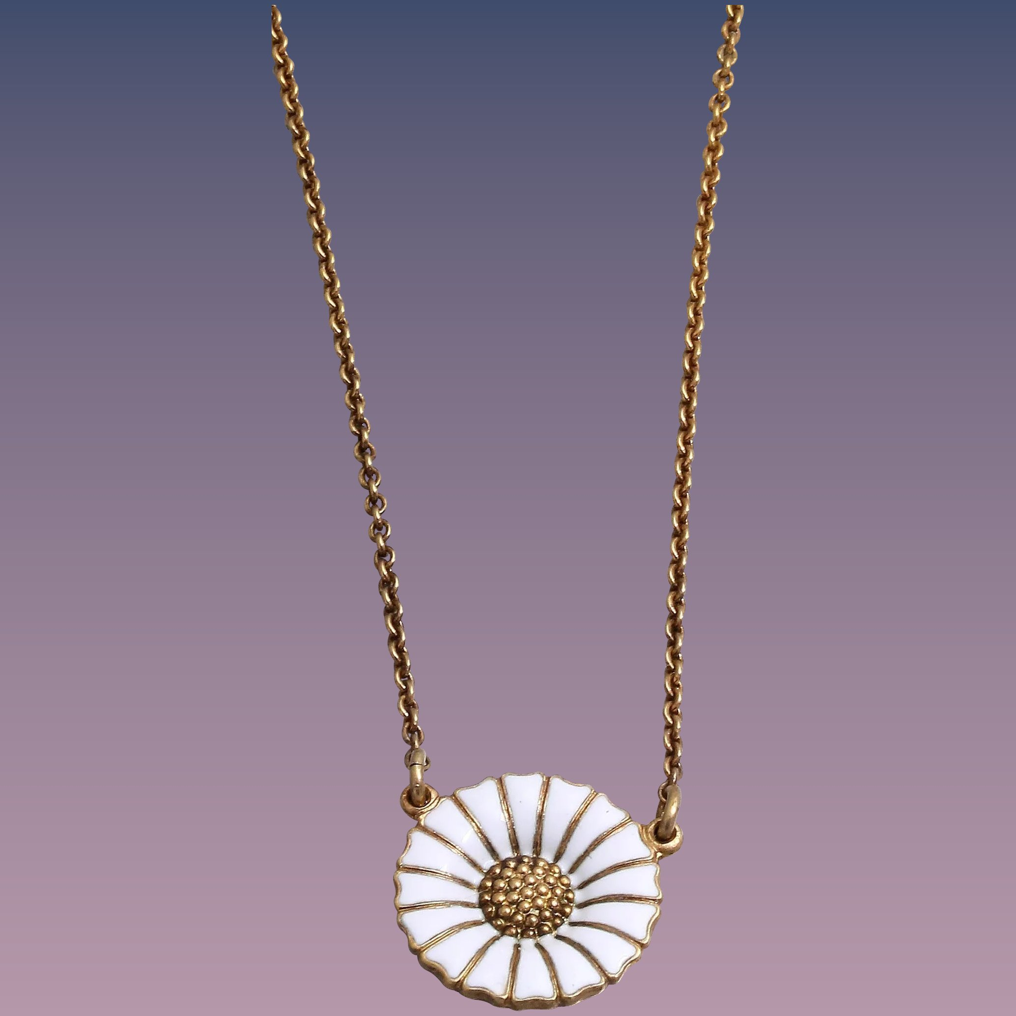 mg necklace daisy shop