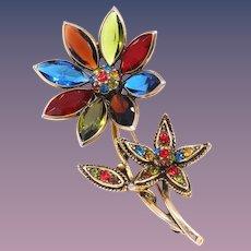 A Lovely Hollycraft Rhinestone Flower Pin