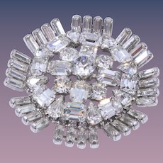 Magnificent Weiss Handset Clear Rhinestone Sparkling Brooch