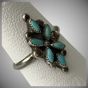 Sterling Silver ZUNI Crafted Petit Point Turquoise Ring Size 4.5