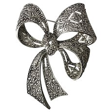 Gorgeous! Large Bow Brooch