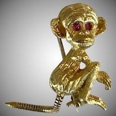 ADORABLE! 18K YG Ruby Eyed Monkey Vintage Brooch/Pin