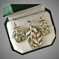 Sweet Trio! Sterling Silver Mother of Pearl Pendant with Earrings