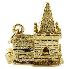 Vintage 9 Karat Yellow Gold Articulated Chapel with Bride and Groom Charm
