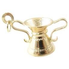 Vintage 18 Karat Yellow Gold Urn Charm