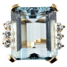Vintage 14 Karat Yellow Gold Simulated Blue Topaz and Diamond Ring Size 8