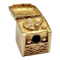 Record Player Vintage Moving Charm 9K English Gold Three-Dimensional
