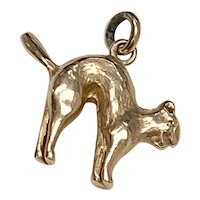 Spooky Hissing Cat Vintage Charm 14K Gold Three-Dimensional