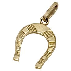 Lucky Horseshoe Vintage Charm 18K Gold Three-Dimensional