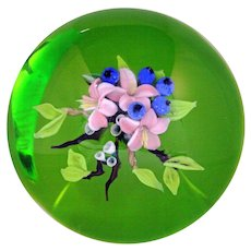 Magnum STUNNING Melissa AYOTTE Delicate Pink FLOWERS & BLUEBERRIES Paperweight