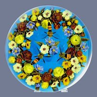 Gorgeous DAVID GRAEBER Flower Bouquet Wreath Three Hovering HONEY BEES Art Glass Paperweight