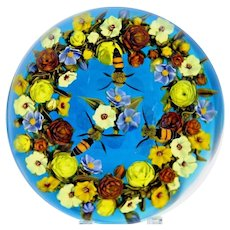 Gorgeous DAVID GRAEBER Flower Bouquet Wreath Three Hovering HONEY BEES Art Glass Paperweight