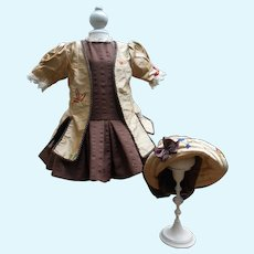 **Amazing 3-piece outfit...real embroidered silk....******