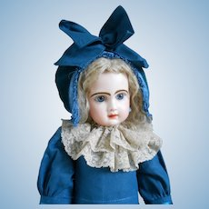 Wonderful closed mouth Tête Jumeau size 9, closed mouth...Beautiful doll !