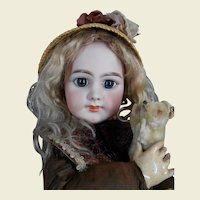 **Lovely closed mouth DEP size 10, 22,8 inches tall.