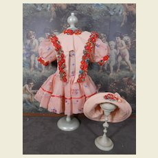 **Lovely pink colorful costume**Very nicely made !